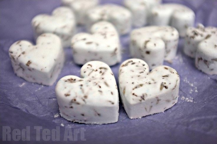 The bath bomb dot com: Kids will love making these DIY bath bombs for teachers, Christmas gifts... and maybe even themselves! #diy #bathbombs
