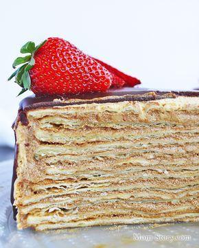 Торт Микадо — это армянский торт с тоненькими сметанными коржами и невероятно вкусным кремом с вареной сгущенкой и шоколадным заварным кремом