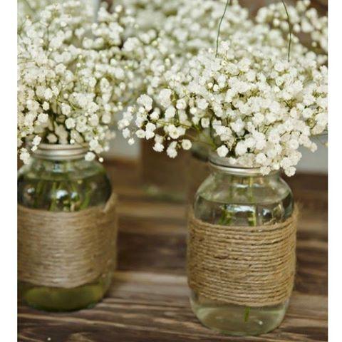 ωє∂∂ιиg ∂ιу  Bind grov snor om et syltetøjsglas, og du har smukke rustikke vaser til bordet  billede fundet på @pinterest #wedding #bryllup #diy #doityourself #blomster #flower #bordpynt
