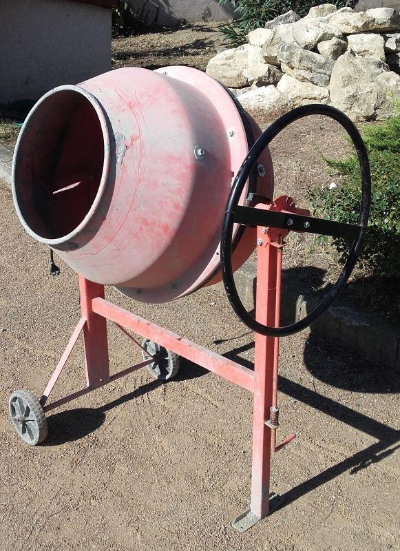 Bétonnière élèctrique 130 litres - idéal petits travaux de maçonnerie.