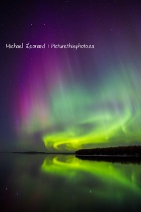 My life will be complete when I finally get to see the Northern Lights with my own eyes.  What a gorgeous shot this is!