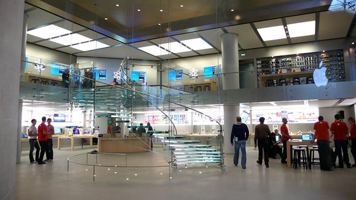 Apple Store in Carrousel du Louvre Paris