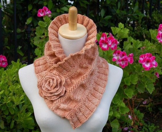 Ruched Cowl Knitting Pattern : 1000+ images about Knitting Cowls on Pinterest Purl bee, Knitting and Ravelry