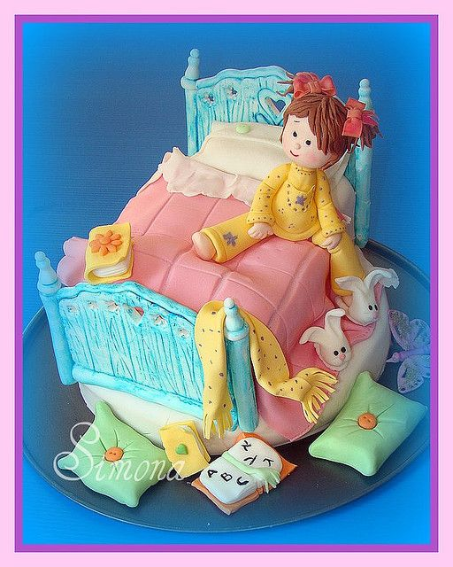 bed time cake by Simona SugArt