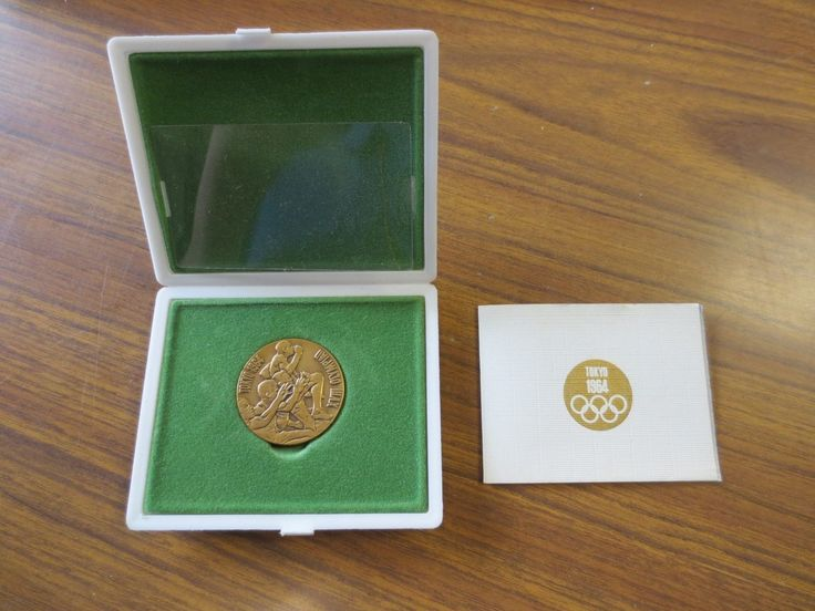 Vintage1964 Tokyo Olympic Games Coin Medal Original With Box Rare please retweet