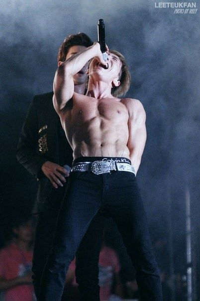 super junior leeteuk Siwon seems to like to touch him a lot on stage. << Who fucking wouldn't..