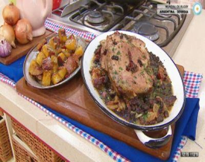 Bondiola con salsa de panceta y porotos con batatas agridulces