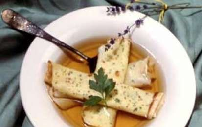 Scrippelle 'mbrusse (crepes in brodo) - Le crepes non sono solo francesi, infatti queste crepes in brodo sono un piatto tradizionale abruzzese, o meglio aquilano. Sono perfette per i primi giorni di freddo, per una cena ristoratrice al ritorno a casa.