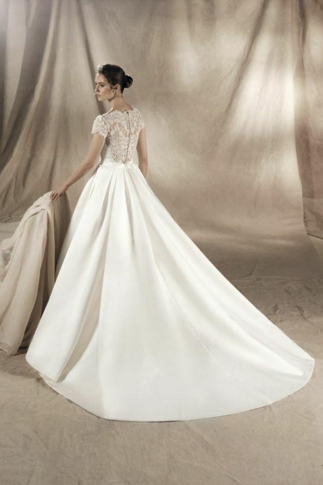 http://www.gatehousebrides.co.uk/wp-content/uploads/2017/03/white-one-dresses-YAREMI-C.jpg