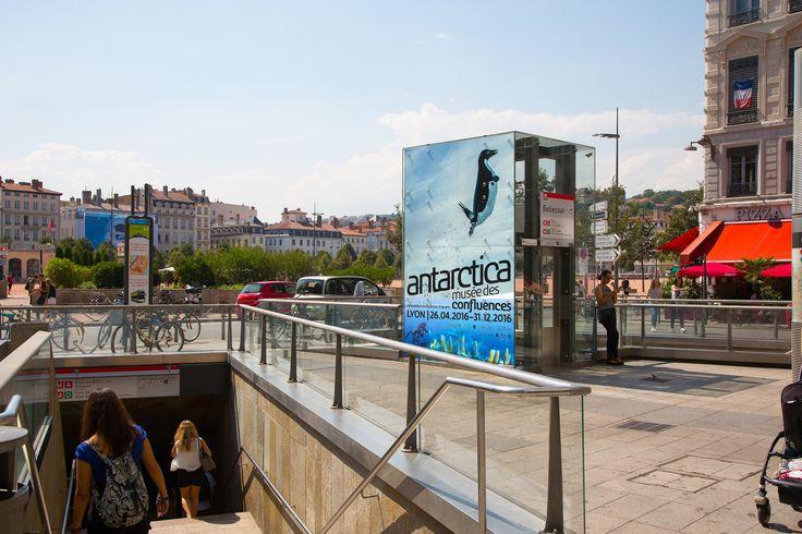 Clear Channel -Tram, métro & bus network - Antartica -