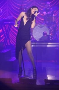 Selena performs on Late Night with Jimmy Fallon