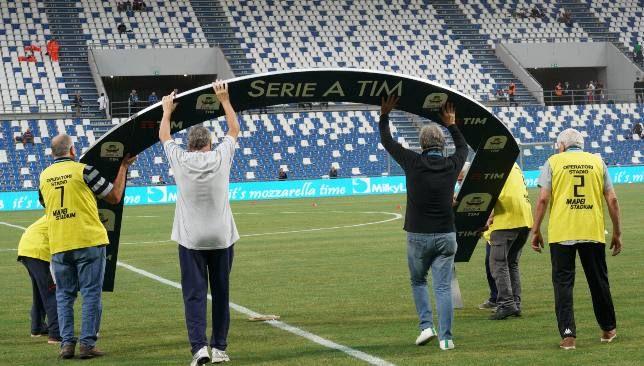 6 أندية ترفض بشكل قاطع استكمال الدوري الإيطالي هذا الموسم سبورت 360 رفضت 6 أندية استئناف مسابقة الدوري الإيطالي من جديد بسبب زيا Soccer Field Soccer Sports