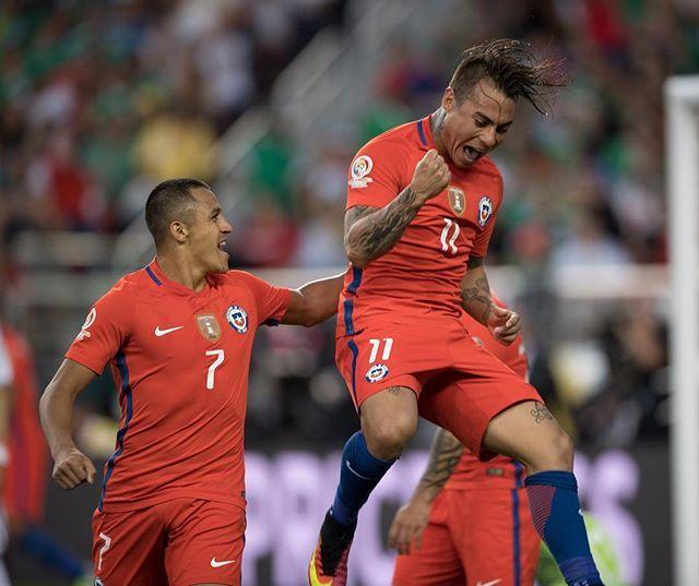 Chile golea a México 7-0 y clasifica a las semifinales de la #CopaAmerica. Eduardo Vargas anota 4 goles para La Roja. #MEXvCHI #Copa100