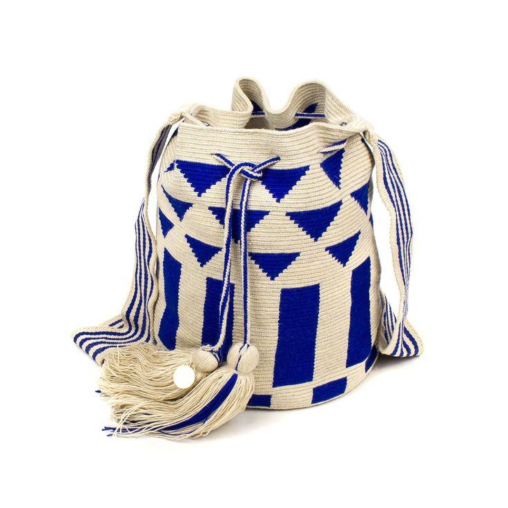 Bordeaux modelo wayuu con tonos marrones, azul marino, azul electrico y beige, diseño exclusivo de Guanabana.