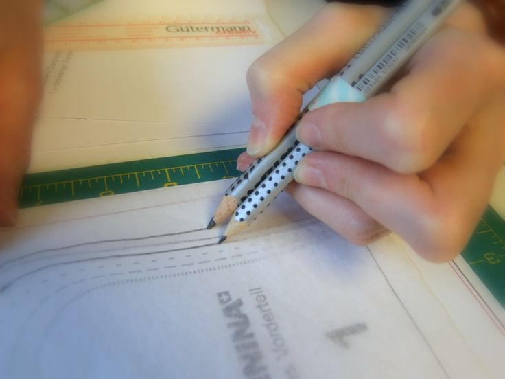 Nahtzugaben mit zwei Bleistiften einzeichnen