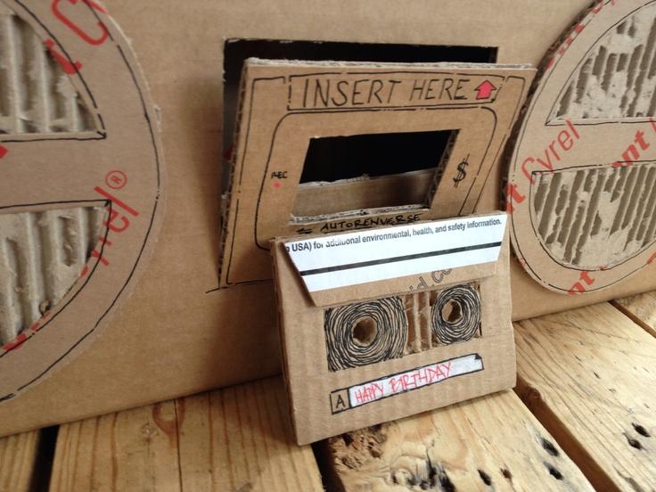 Boombox en carton, the Tape