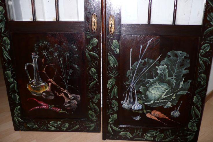 Если у вас есть старый шкаф, неважно даже, антикварный или просто самый обычный, можно сделать его волшебным с помощью ручной росписи. Об...
