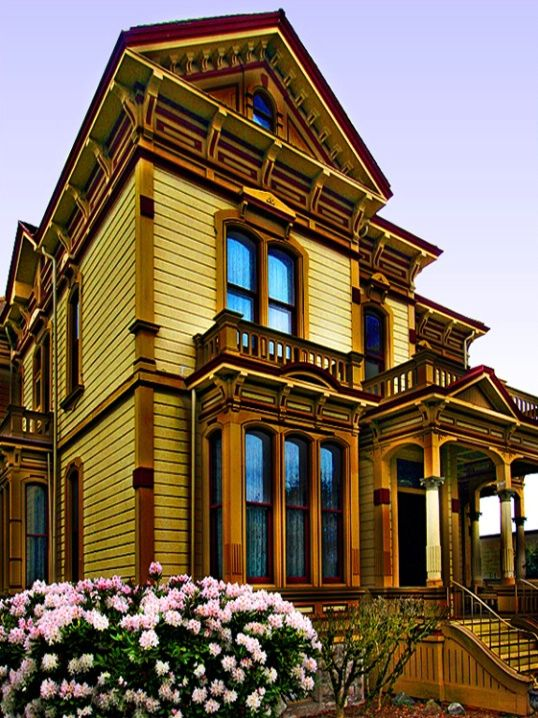 Meeker Mansion © Kerry Haines - The Meeker Mansion is a 17-room Italianate Victorian mansion located in Puyallup, Washington. It was built by Ezra Meeker, an entrepreneur & Puyallup's first mayor. In 1890, Meeker completed the impressive mansion to please his wife.