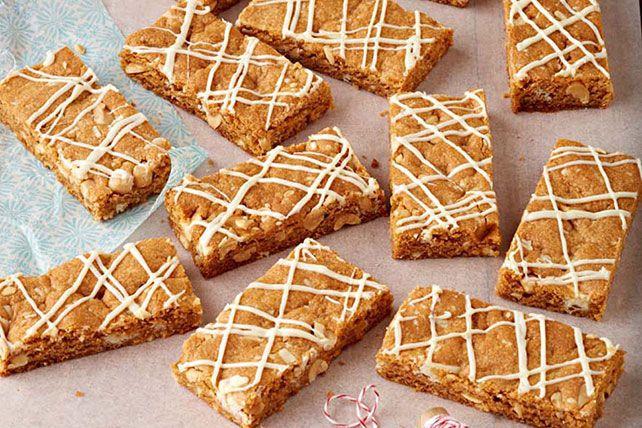 Aimez-vous le chocolat blanc et le caramel écossais? Voici une recette qui vous plaira. Les brownies n'ont qu'à bien se tenir, car ces barres peuvent leur voler la vedette!