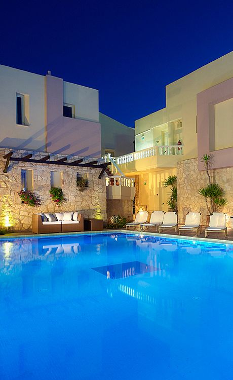 Elotis Suites in Agia Marina, Chania, Crete. A comfortable 4-star hotel, located in the centre of the seaside village of Agia Marina, only 50 meters away from the fine sandy beach.