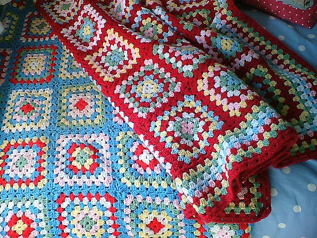 Granny squares in red <3
