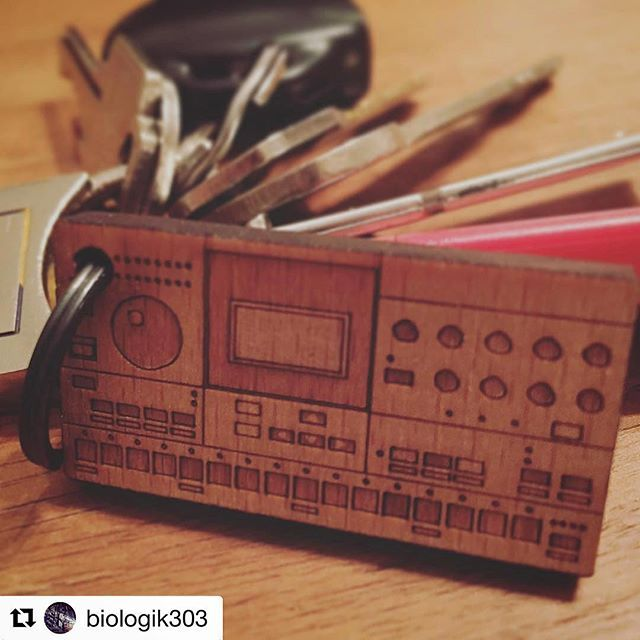 #Repost @biologik303 ・・・ If this isn't the best keychain in the world then I don't know what is! (By @cremacaffeshop) #elektron #machinedrum #synthesizer