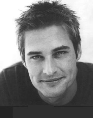 Josh Holloway... So. Much. Want.