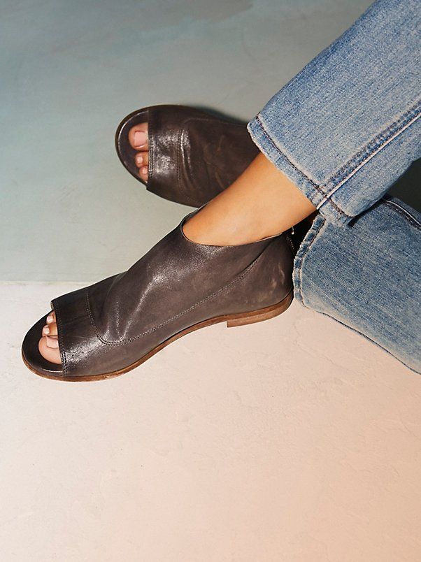 Shoreline Boot Sandal | Made from a soft luxe Italian leather these boot sandals feature an open toe style with a subtle stacked heel. Padded footbed for a comfy fit with an exposed back zip for an easy on-off.