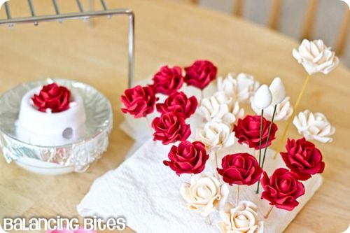 How to make small gumpaste roses (18)