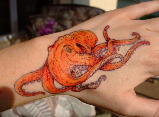 Примеры оригинальных татуировок в виде осьминога