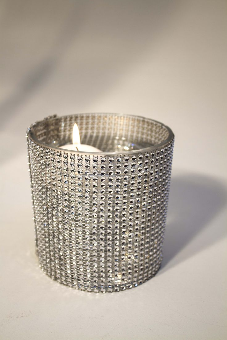 Round glass & diamante floating candle container for hire.