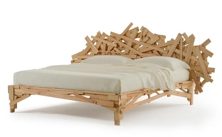 Esta é a Favela, inspirada na cadeira de mesmo nome desenhada pelos irmãos Campana em 2001.