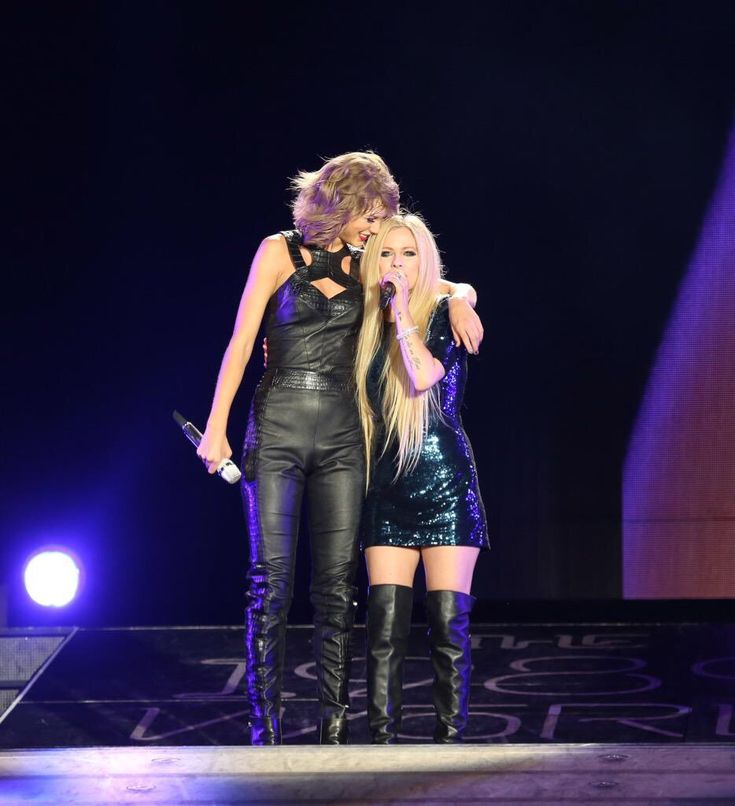 Avril Lavigne & Taylor Swift perform at The 1989 World Tour Live