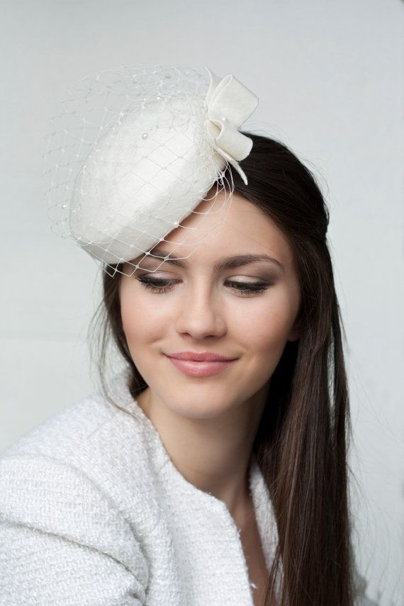 Bridal Wool Pillbox with Bow and Veil, bridal Hat with Birdcage, Ivory Pillbox, Vintage inspired Pillbox