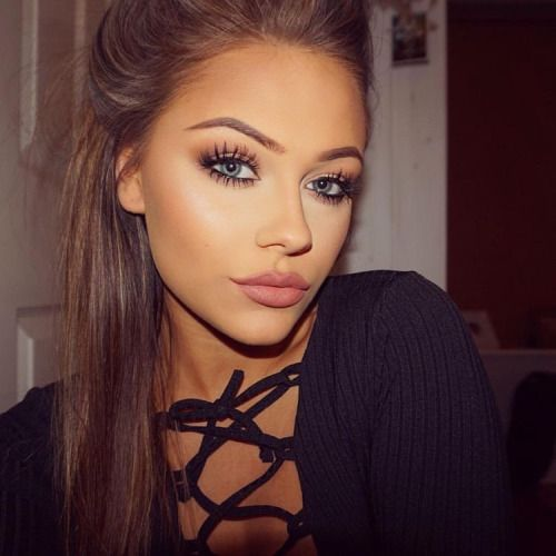make up, soft smokey eye, eyeliner, soft pink nude lips, contour on point, highlighter, stripy top, long straight brown hair, eyelashes, hairstyle, glamour make up,
