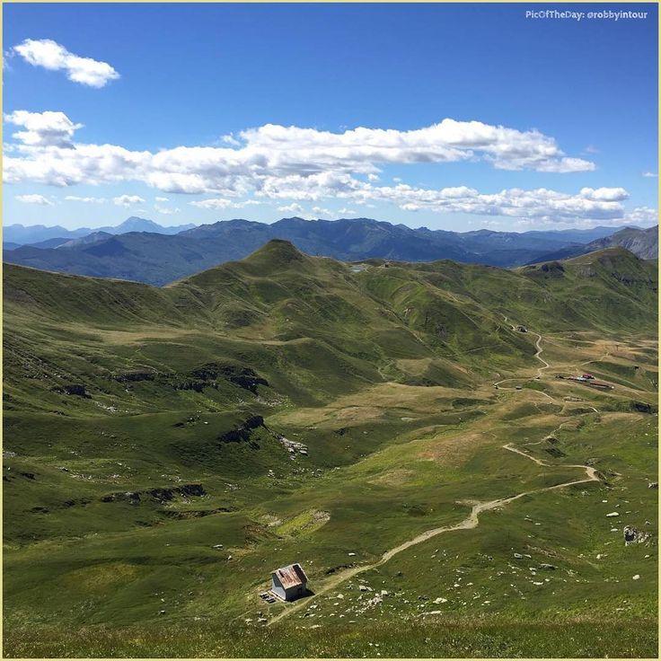In cima all'#Appennino... La #PicOfTheDay #turismoer di oggi passeggia sui…