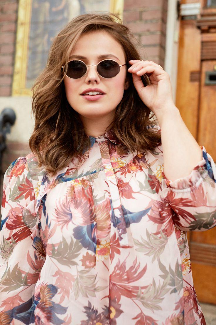 Roze blouse met hippe bloemen print. #missetam
