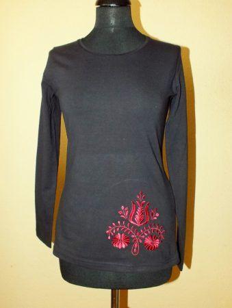 Emese embroidered shirt with long sleeves  https://hagyomanyorzobolt.com/Emese-himzett-polo-hosszu-ujju