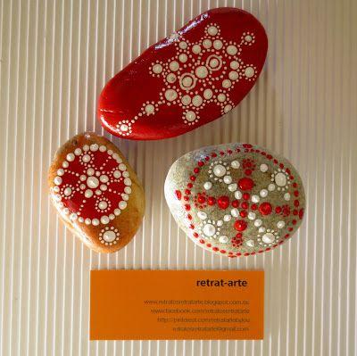 Piedras pintadas en rojo / Painted stones in red
