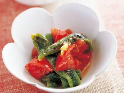 尾身 奈美枝さんの「グリルピーマンとトマトのめんつゆあえ」のレシピページです。しっかり焼いて甘みを引き出したピーマンと、トマトが目にも鮮やか。めんつゆ+オリーブ油の、簡単あえ物です。 材料: ピーマン、トマト、A