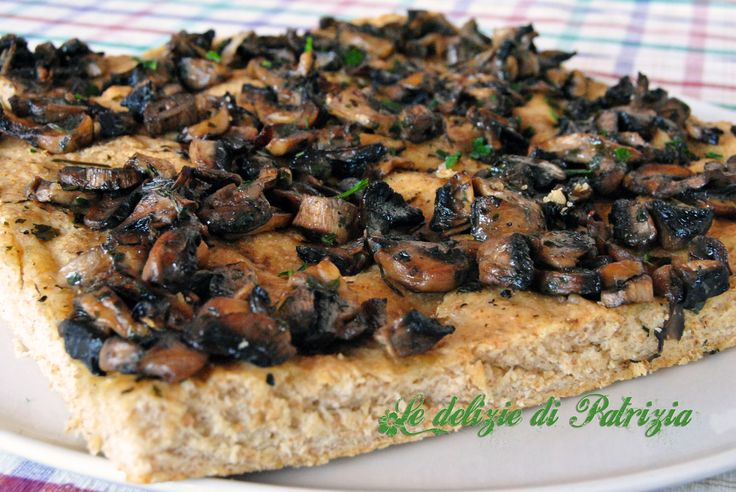 Focaccia ai funghi con farina integrale ©Le delizie di Patrizia Gabriella Scioni Ricette su: Facebook: https://www.facebook.com/Le-delizie-di-Patrizia-194059630634358/ Sito Web: https://ledeliziedipatrizia.com