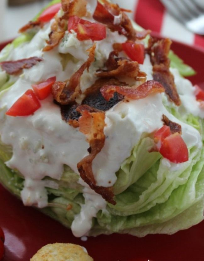 wedge salad with bluec heese dressing