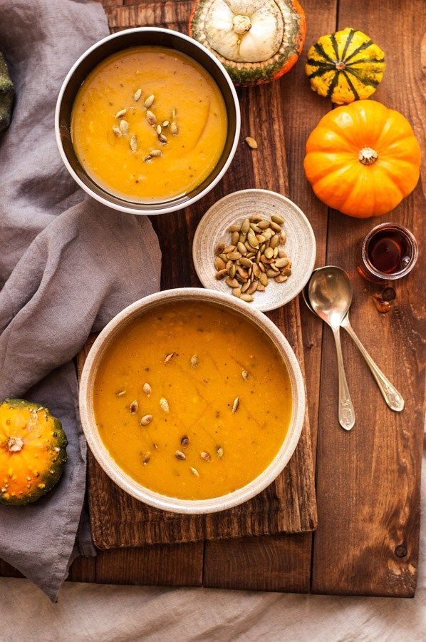 Delicious, full of flavour roasted pumpkin soup recipe. Soft, creamy and velvety bowl of goodness to keep you warm this Autumn!   via@ http://annabanana.co