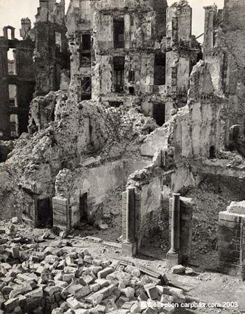 Ruines de Saint-Malo après les bombardements durant la Seconde guerre mondiale