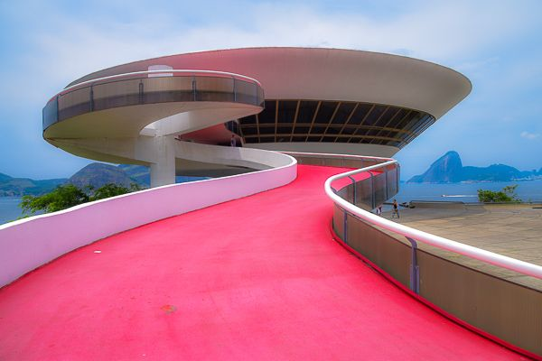 Oscar Niemeyers UFO. MAC Contemperary Art Museum, Niteroi, Rio.