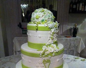 Torta nuziale bianca e verde. Ristorante LAntico Sapore - Location ...