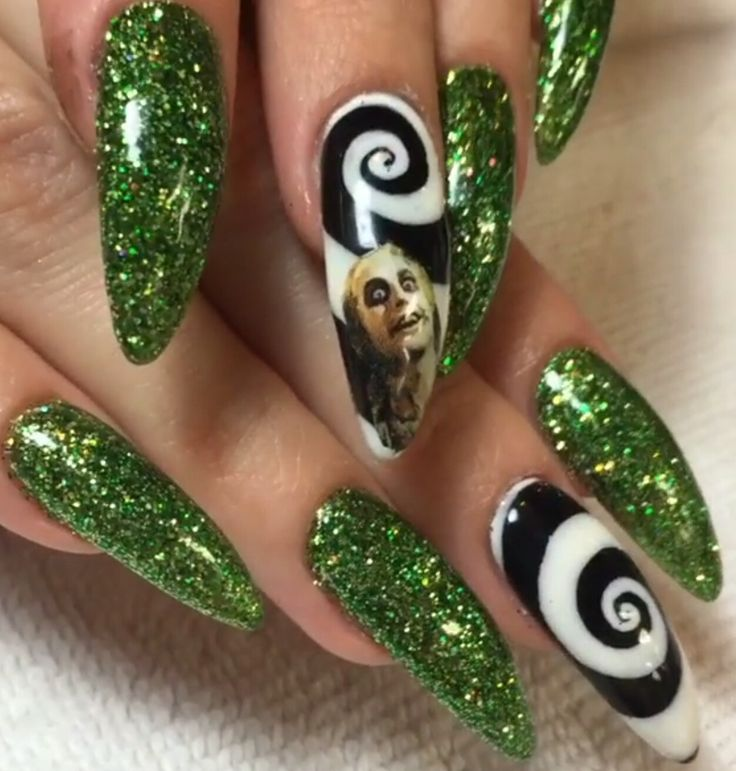 @norest4thewickd | queen b - Best 25+ Gothic Nail Art Ideas On Pinterest Gothic Nails, Goth