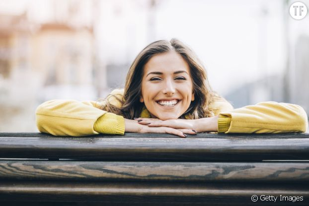 """En cas de déprime, certains s'effondrent en public et d'autres intériorisent tout. Ces derniers préfèrent souffrir en silence que de faire état de leurs problèmes, conservant le """"smile"""" en toutes circonstances malgré les pensées noires qui les rongent. Les experts ont nommé cette attitude : la """"dépression souriante""""."""