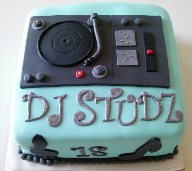 Turn Table DJ cake by ronisugarcreations