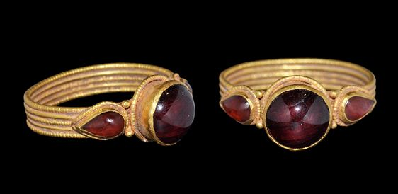 Byzantine Gold and Garnet Ring, 9th-12th Century AD | credit : archaicwonder.tumblr.com                                                                                                                                                                                 More